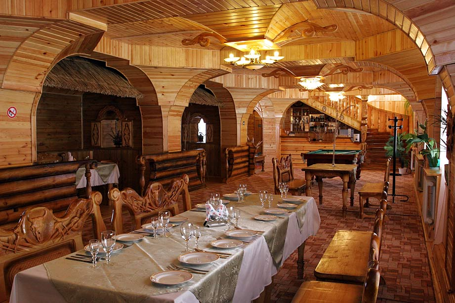 Doroshevichi lodge provides high-standard comforts including spacious dining area.